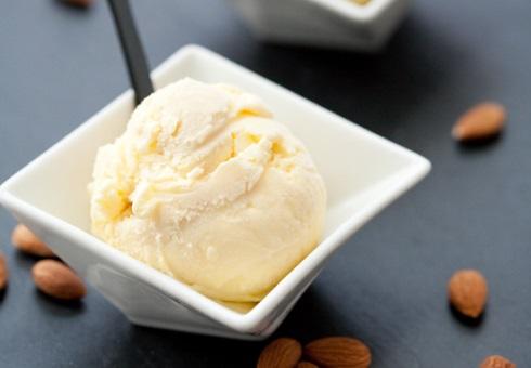 Мороженое с марципановыми прожилками