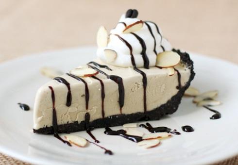 Пирожное с домашним кофейным мороженым без кофеина