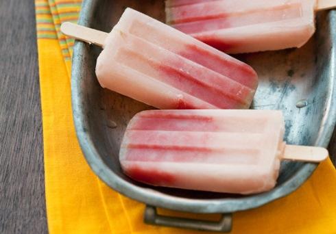 Фруктовое мороженое на палочке с арбузом и текилой