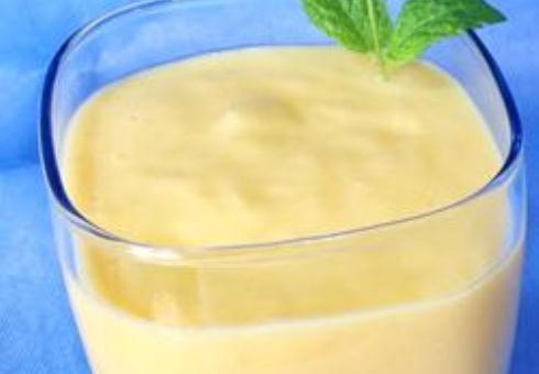 Ванильный смузи с бананом и манго