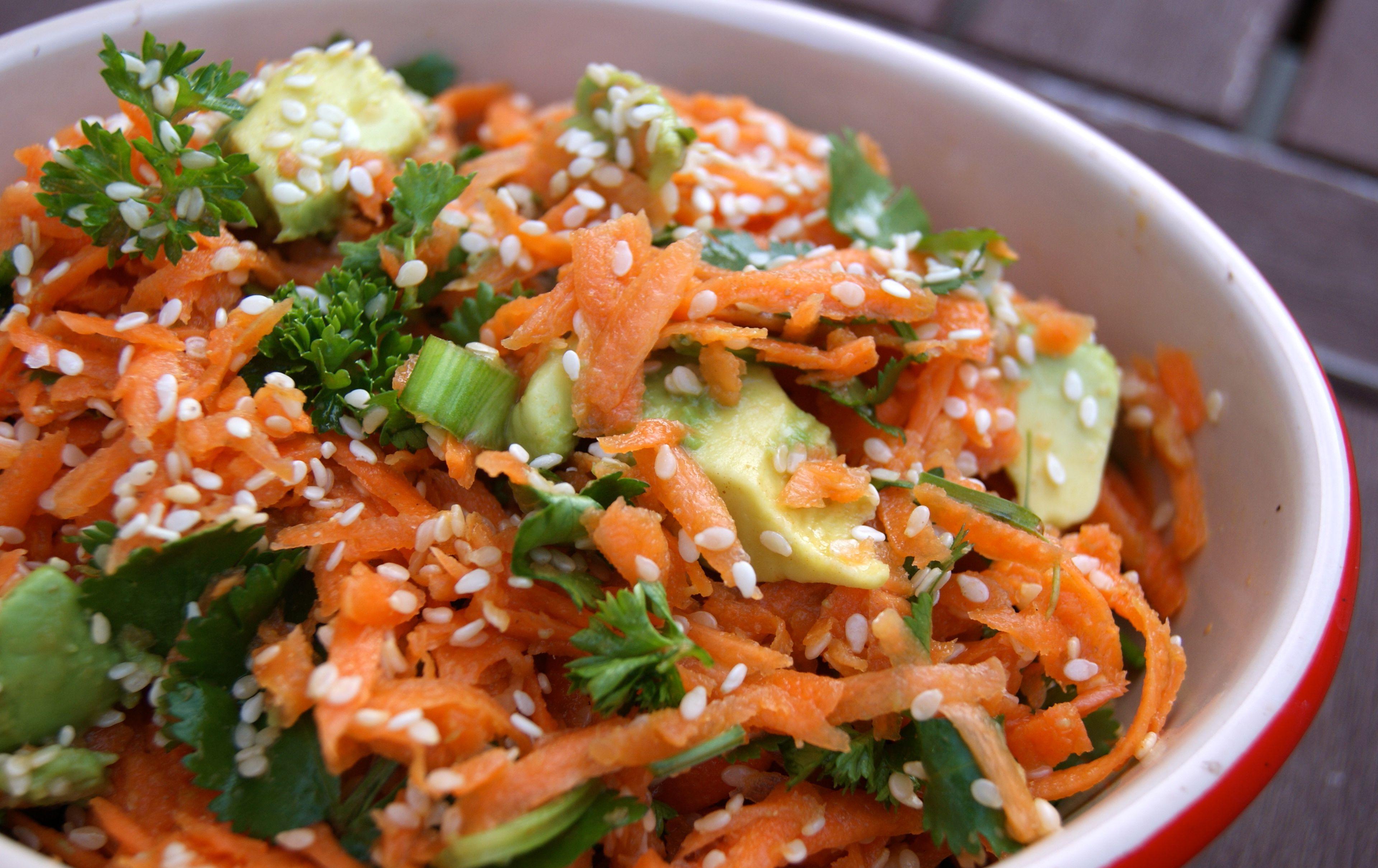 Салат из авакадо и моркови