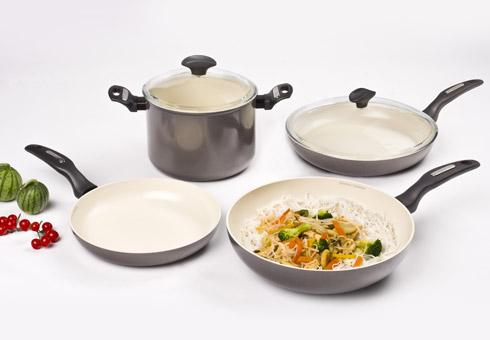 përdorim dhe mirëmbajmë enët e gatimit me mbështjellës qeramike